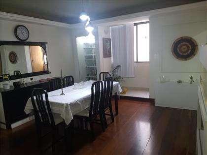sala de jantar com lavabo