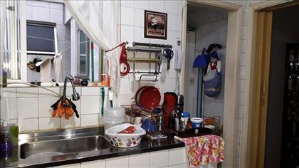 cozinha pia inox, armarios, acesso área