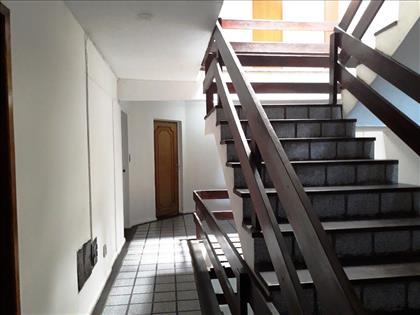 escada de acesso ao apartamento