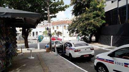ponto de taxi próximo ao prédio
