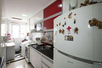 Cozinha com área de serviço