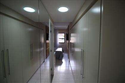 Suite master(armários na entrada do quarto)