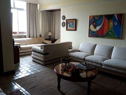 Sala de estar e varanda