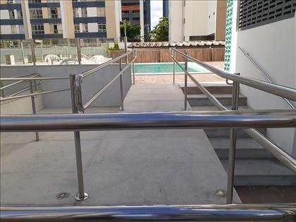 Rampa de acesso à piscina para cadeirante