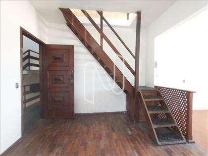 Escada acesso 2° pavimento